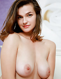 Sofia Vera displays her gorgeous knockers ans sweet ass on the bed.what is met art