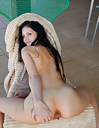 Top model Anie Darling displays her delectable pussy on the couch.met art playboy