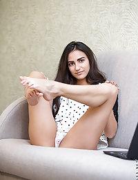 slim erotic babe pics