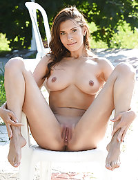Suzanna A strips her sexy bikini as she bares her smoking hot body.karen k met art
